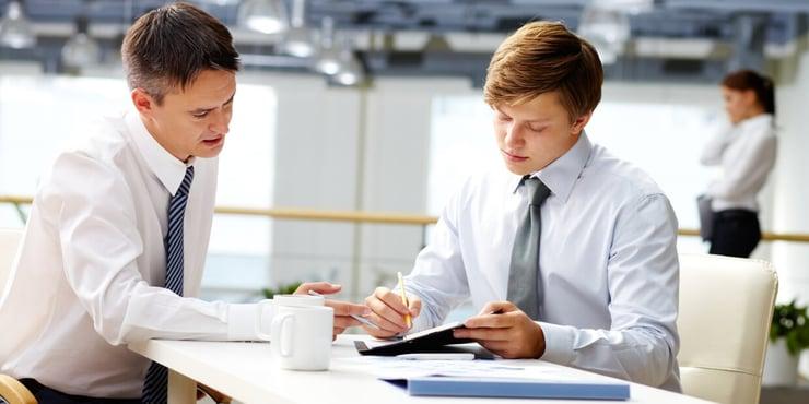Aplica estas mejores prácticas para elegir un servicio de coaching financiero