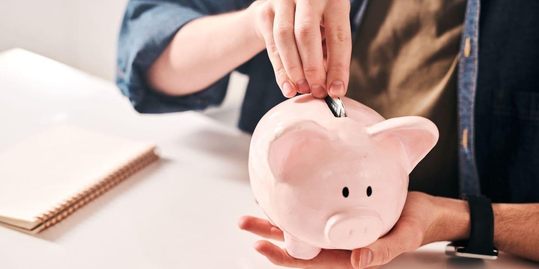 Ahorrar o pagar deudas, ¿cómo comenzar para tener finanzas sanas?